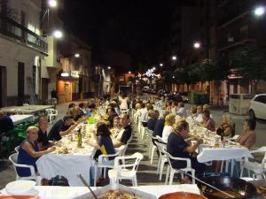 Noche de los higos Xirivella cena en la calle
